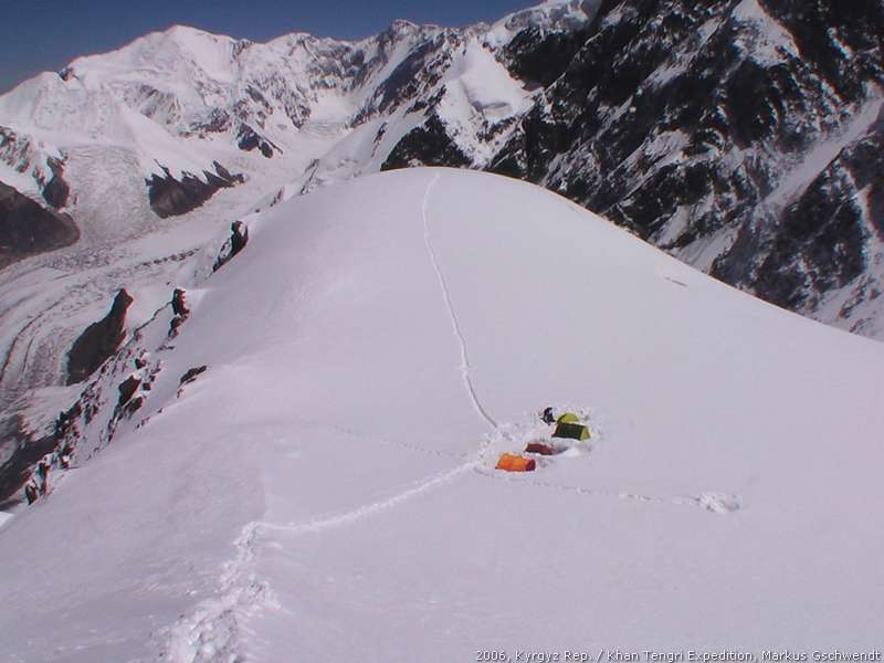Pic: Highcamp2, North Inchilek Glacier, hinten Marble Wall